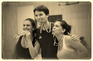 Les vainqueurs de la Ligue amicale de Volleyball de Montréal posent avec leurs médailles!